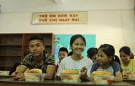 Trao 250 suất cơm từ thiện cho những hoàn cảnh khó khăn
