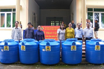 LĐLĐ tỉnh Đắk Nông: Trao tặng 200 bồn nước cho CNLĐ nghèo bị hạn hán