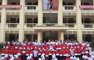 Trao quà tới học sinh vùng lũ Nậm Păm, tỉnh Sơn La