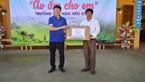 Trao 400 chiếc áo ấm cho học sinh điểm trường Xéo Dì Hồ (Mù Cang Chải)