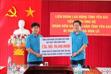 Trao 90 triệu đồng hỗ trợ đồng bào vùng rốn lũ Yên Bái