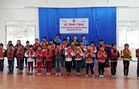 Quỹ Tấm Lòng vàng trao 500 cặp phao cứu sinh đến học sinh Cao Bằng