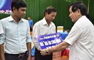 Bí thư Tỉnh ủy Trà Vinh trao tặng 10 Mái ấm công đoàn từ Quỹ TLV Lao Động
