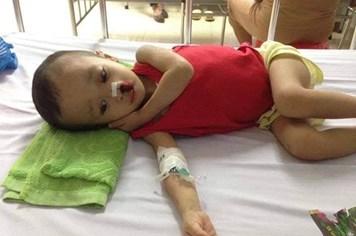 """Con trai 4 tuổi mắc bệnh """"lạ"""", gia đình lực bất tòng tâm kêu cứu"""