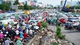 Chạy thục mạng hàng cây số vào sân bay Tân Sơn Nhất làm thủ tục