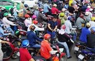 Kẹt xe trầm trọng, hành khách chạy bộ vào sân bay Tân Sơn Nhất