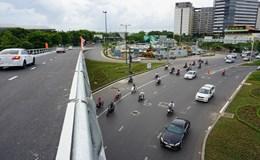 Giờ cao điểm, cổng sân bay Tân Sơn Nhất thông thoáng nhờ có cầu vượt