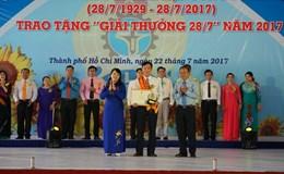 LĐLĐ TPHCM: Trao giải thưởng 28/7 cho 12 cán bộ công đoàn xuất sắc