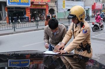 Đề xuất buộc chủ ôtô mở tài khoản để xử phạt: CSGT mừng, lái xe lo!
