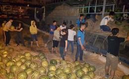 Công nhân chia sẻ khó khăn với nông dân