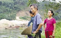 """Yên Bái, sông Chảy bị """"mổ bụng"""""""