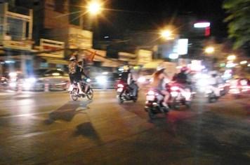 """SEA Games 27:U.23 Việt Nam thắng U.23 Lào, thanh niên Sài Gòn nhào ra đường đi """"bão"""""""