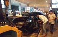Video: Hiện trường vụ xe Audi A8 tông hàng loạt người ở sân bay Tân Sơn Nhất