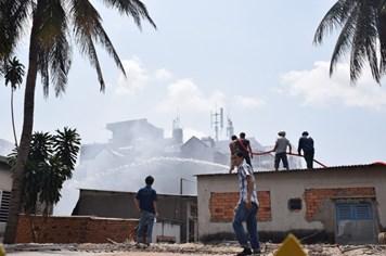 Biển lửa thiêu rụi 8 căn nhà sát chung cư Khánh Hội