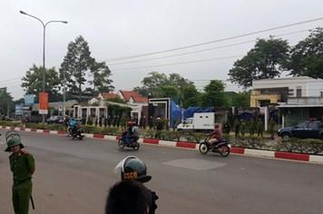 Hàng trăm cảnh sát phong tỏa đường để thực nghiệm hiện trường vụ thảm sát Bình Phước