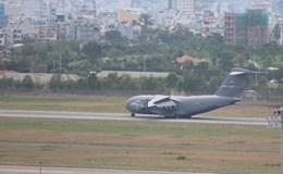 """""""Ngựa thồ"""" C117 Global Master III chở hai chiếc """"quái thú"""" rời Việt Nam"""