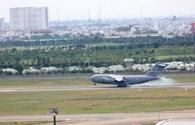 """Hai máy bay C117 Global Master hạ cánh, chở hai """"quái thú"""" rời khỏi Tân Sơn Nhất"""