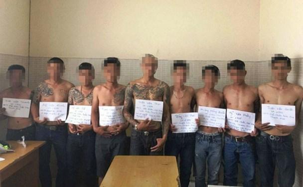 Nhóm côn đồ bị Công an Tân Phú tạm giữ. Ảnh: C.A