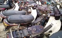 Mang 20 xe máy vi phạm đi bán ve chai, trưởng công an xã bị đình chỉ