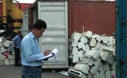 """Bắt giữ lô hàng máy lạnh """"khủng"""" trong 3 container """"ván MDF Nhật Bản"""""""
