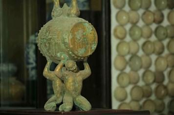 Tận mắt những cổ vật tuyệt mỹ trong cung đình nhà Nguyễn {Video 2}