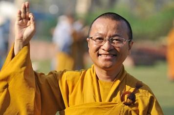 Tranh cướp lộc không phù hợp với văn hóa từ bi của đạo Phật