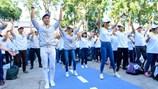 MC Nguyên Khang nhảy Flasmob với Dương Tử Quỳnh