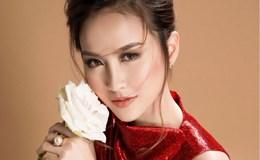 Hoa khôi Khánh Ngân kiêu kỳ với đầm kim sa lấp lánh