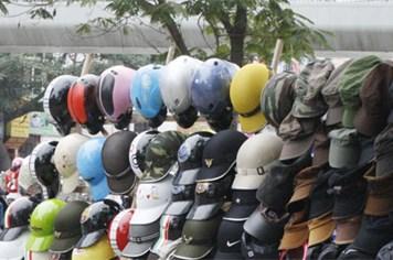 Cần từ bỏ thói quen mua bán mũ bảo hiểm kém chất lượng