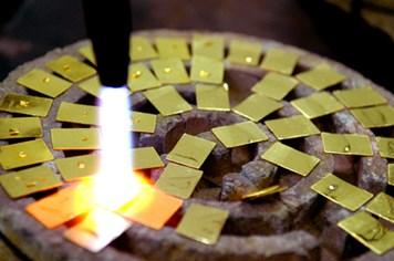 Vàng miếng đắt hàng như… tôm tươi