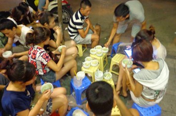 Quán chè khúc bạch bán một nghìn bát/ngày tại Hà Nội