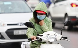 Đang hè, người Hà Nội mặc áo lạnh… có phải là chuyện lạ?