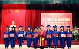 Trường Đại học Công đoàn có 1695 sinh viên hoàn thành khóa học 2013-2017