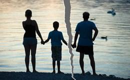 Muốn nuôi cả hai con khi ly hôn có được không?