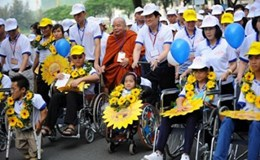 Người khuyết tật nặng nuôi con nhỏ đươc trợ cấp gì?