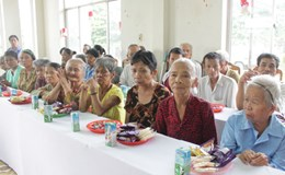 Trên 60 tuổi, không có thu nhập, có được hưởng bảo trợ xã hội không?