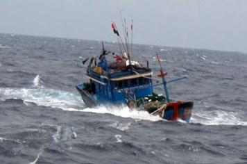 Bão số 11 tiến sát biển Đông, tàu cá liên tiếp bị nạn trên biển