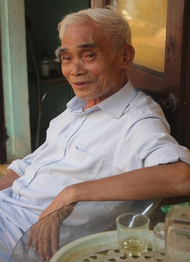 Nghệ nhân Nguyễn Hữu Đoàn có hơn 30 kinh nghiệm trong phường rối làng Ra.