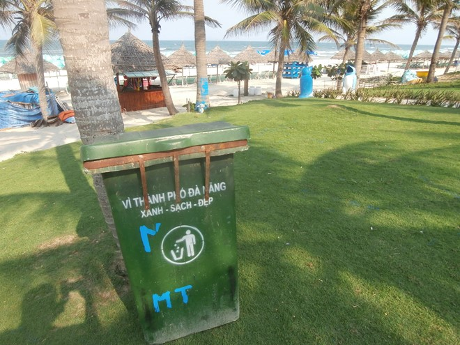 Bãi tắm Mỹ Khê, Sao Biển, Phạm Văn Đồng... ngày càng sạch đẹp vì thùng rác được bố trí khắp nơi. Ảnh: Nhiệt Băng
