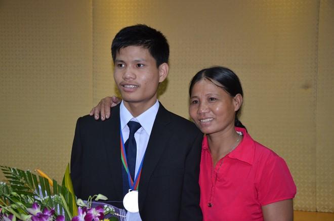 Cô Trịnh Thị Hường (mẹ của Hiếu) cho biết em là người rất tình cảm và hiếu thảo