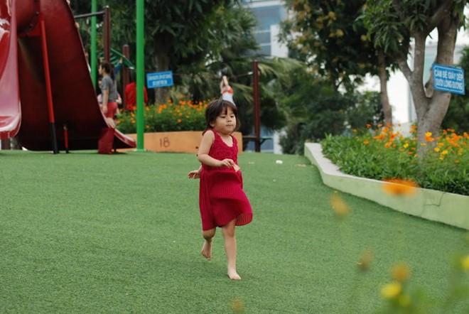 Sân chơi Công viên tại Cầu Giấy với khung cảnh rộng luôn được trẻ em yêu thích. Ảnh: Thanh Tùng