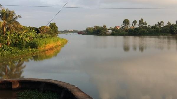 Sông Cửu Yên, đoạn chảy qua các xã Hà Thanh, Nguyên Giáp. Giờ hầu như không ai dám tắm trên dòng sông này sau khi cá chết hàng loạt.
