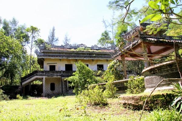 Sau đó, ông Tấn bán lại cho một vị quan triều Nguyễn tên là Bùi Duy Tín và con cháu vị quan này bán tiếp cho một người Hoa để lập vườn.