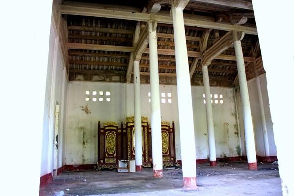 Đến năm 1993, cùng với di tích nhà lao Chín Hầm, Nhà Ngô Đình Cẩn được Bộ Văn hóa – Thông tin (nay là Bộ VH-TT&DL) xếp hạng Di tích cấp Quốc gia.