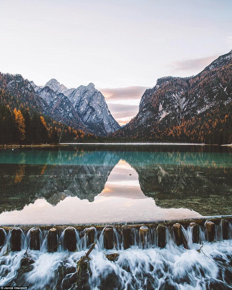 Mỗi một tấm ảnh của Obenhoff đều được hàng ngàn lượt thích trên Instagram. Đây là Toblacher See, một địa điểm cắm trại nổi tiếng tại Dolomites.