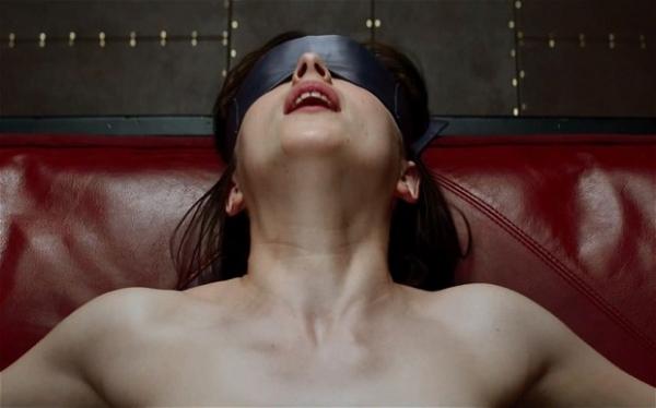 Một cảnh quay bạo dâm trong đoạn trailer mới được phát hành của 50 sắc thái.