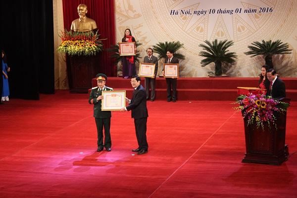 Tự Long được Chủ tịch Nước trao tặng danh hiệu NSND