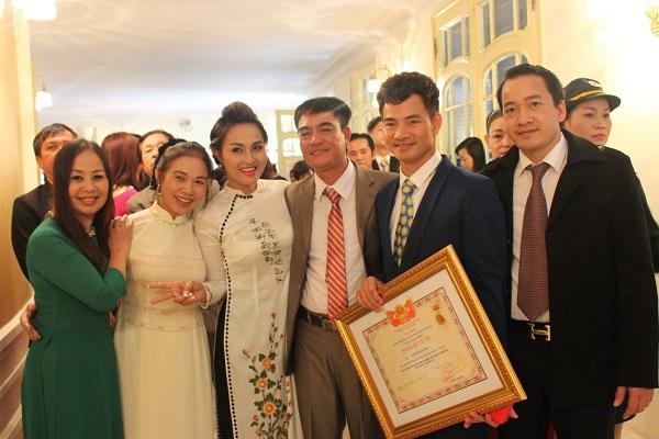 Danh hài Xuân Bắc cũng được trao tặng danh hiệu NSƯT trong đợt này.