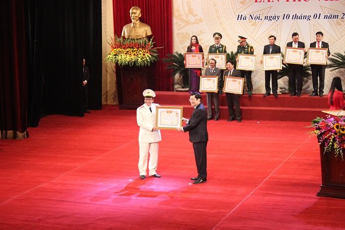 Chủ tịch Nước Trương Tấn Sang trao tặng danh hiệu NSND cho diễn viên Trần Nhượng