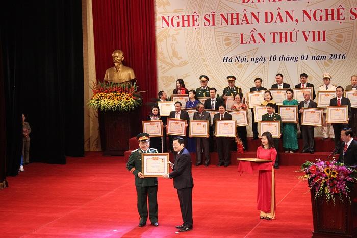 Chủ tịch Nước Trương Tấn Sang trao tặng danh hiệu NSND cho Quốc Trượng